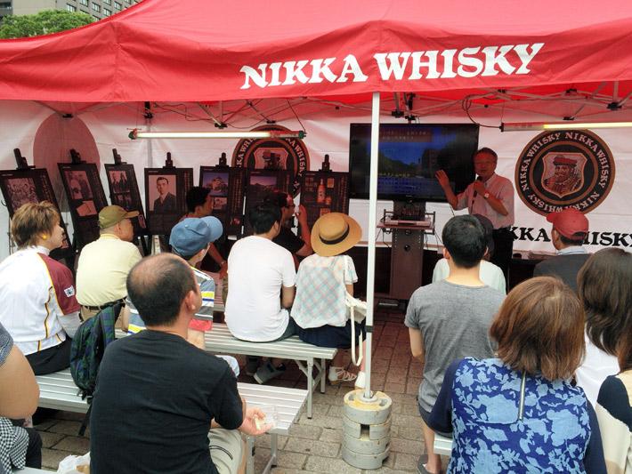 毎年多くの人が訪れる伊達美味ウヰスキーフェス=7月10日、仙台市青葉区の勾当台公園市民広場
